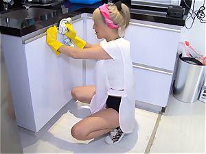 OPERACION LIMPIEZA - Colombian maid gets screwed rock hard