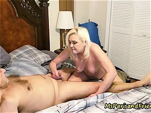 Ms Paris Rose in urinate play foreplay