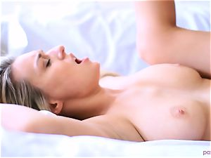 Boxing honey Natalia Starr concludes her exercise in a different way