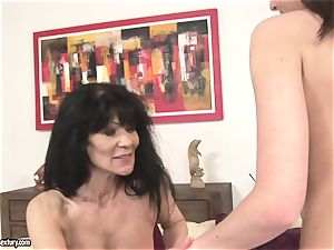 Nelly Sullivan ask an old girl to lick her muffin