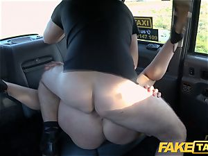 faux taxi blondie cougar Victoria Summers screwed in a taxi